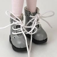 Ботиночки на шнурках серые.
